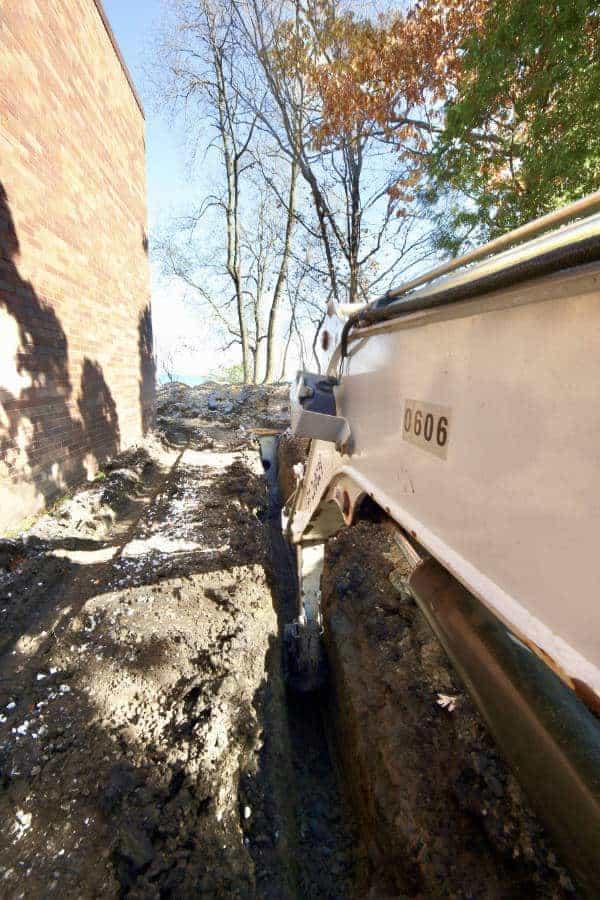 Milieu drainage trenching